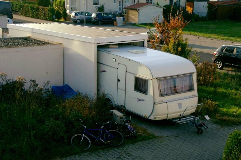wohnwagen in garage