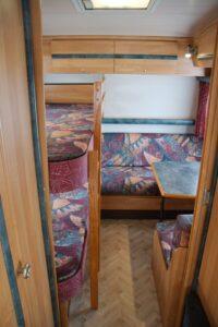 hintere Sitzgruppe und Betten wohnwagen